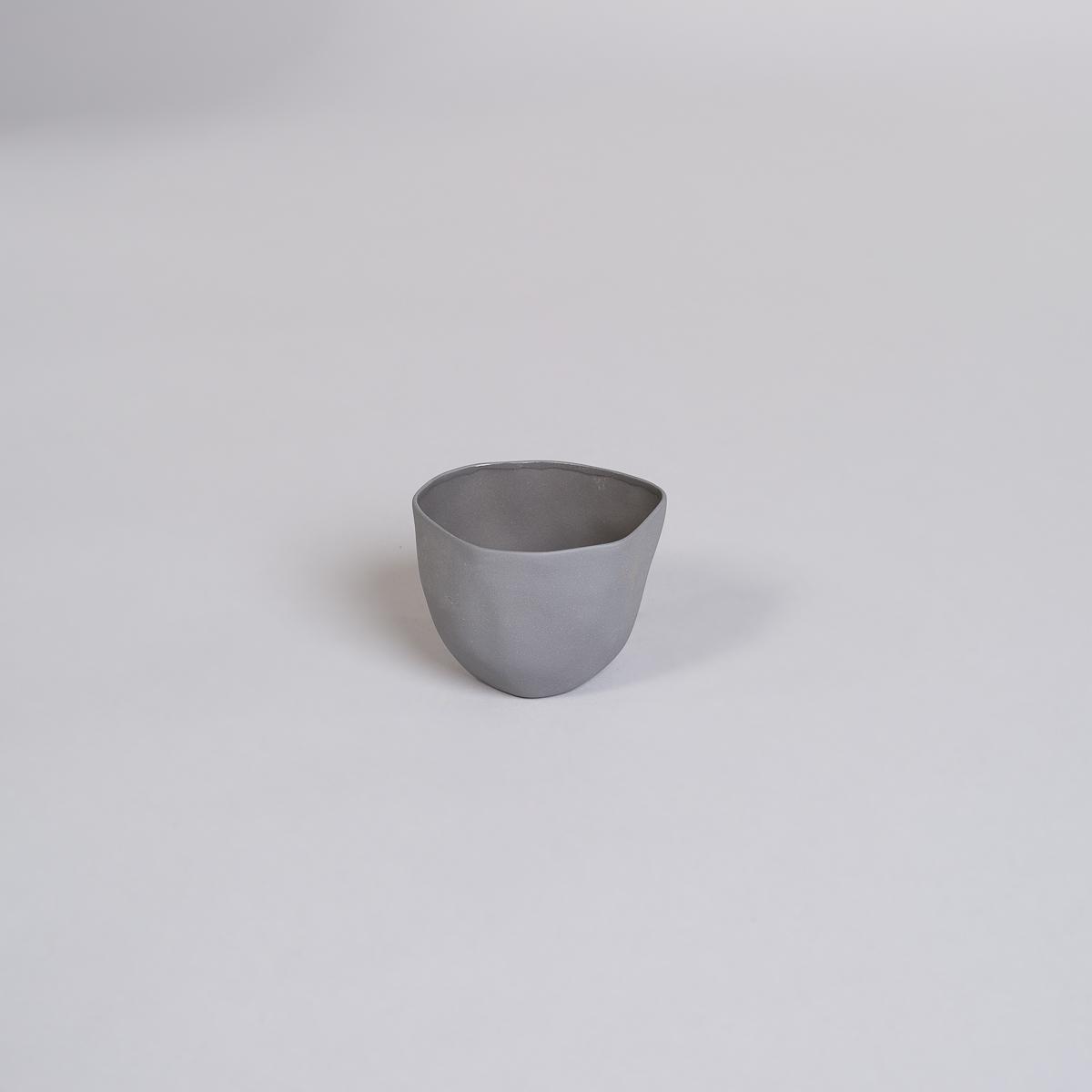 Kopp Medium i Porselen - Kullfarget-0