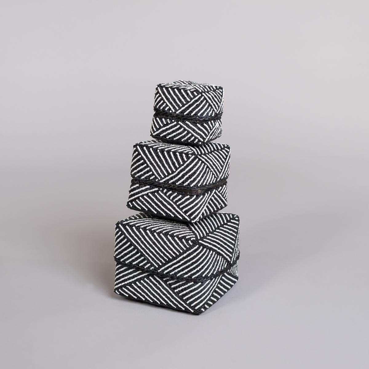 Boks Sett 3 stk med perle dekorasjon-Sort og hvit-0