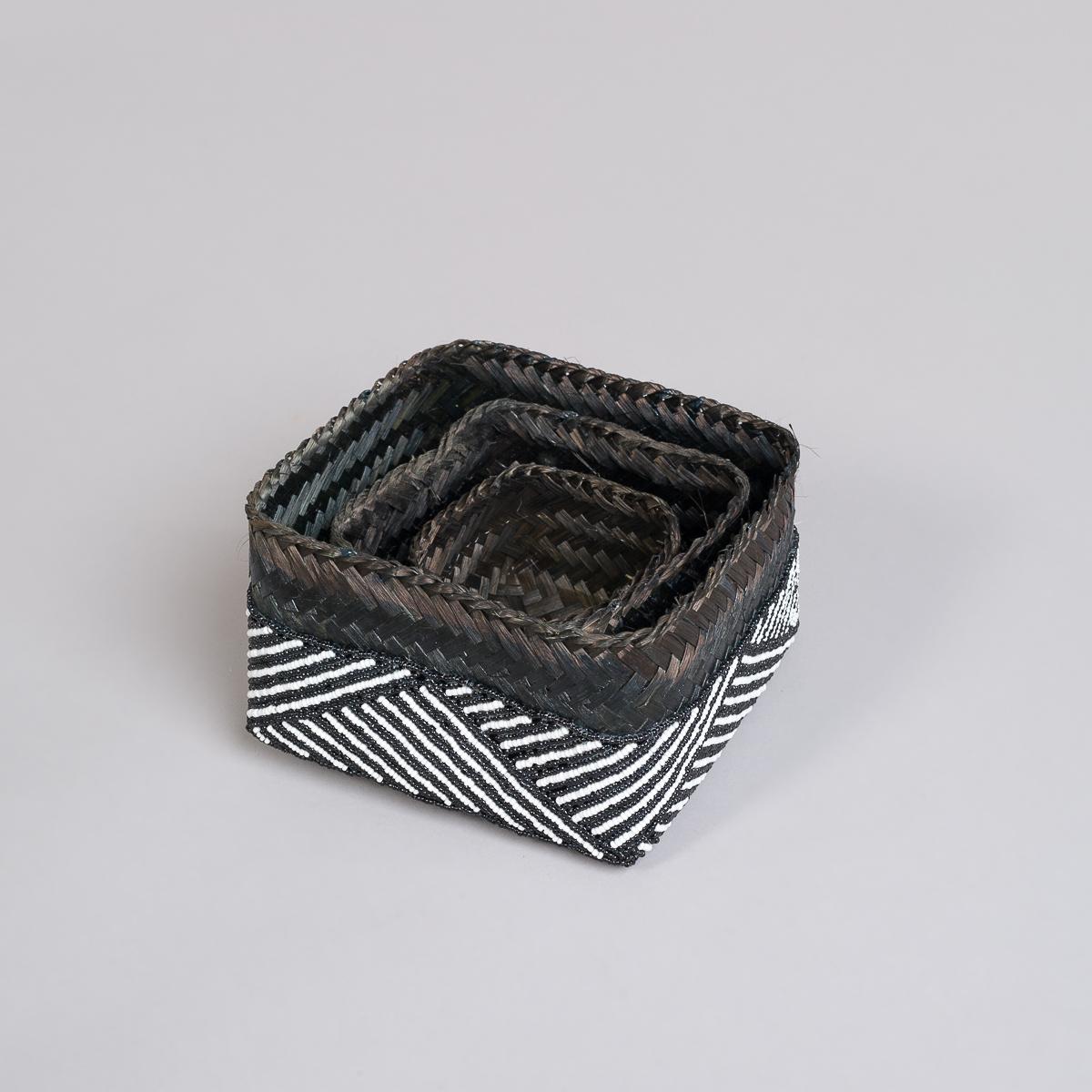 Boks Sett 3 stk med perle dekorasjon-Sort og hvit-134