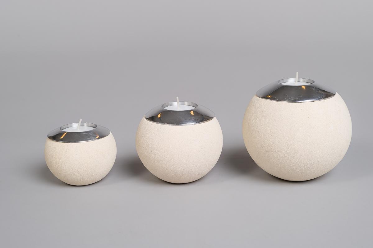 Te-lysholder sett i lys sandstein-0